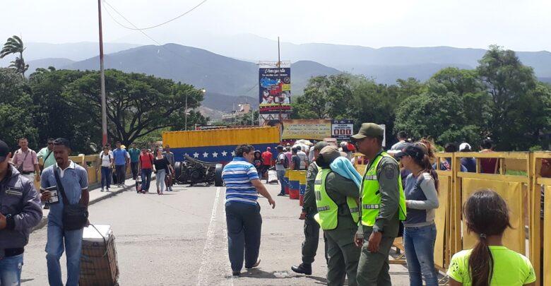 Colombia abre frontera con Venezuela y aplica horarios y pico y cédula