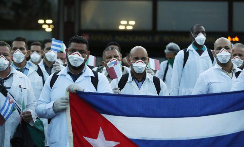 La UE condena prácticas de esclavitud moderna de brigadas médicas de Cuba