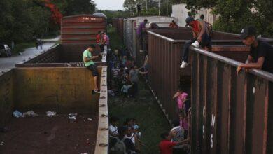 Detienen a 194 migrantes en el sureste de México