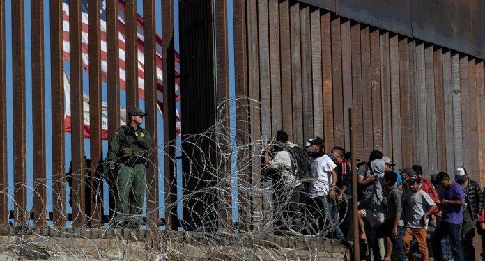 Número de migrantes que llega a la frontera de EE.UU. alcanzó nuevo récord